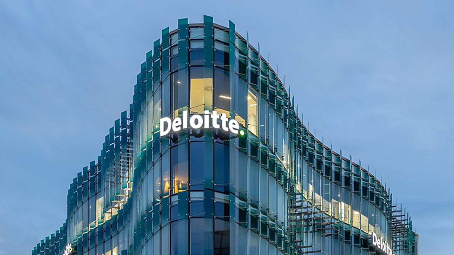 Delta and Deloitte in sustainable aviation fuels deal